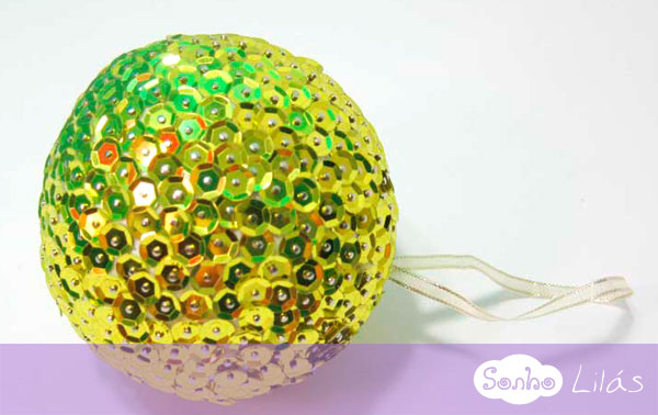 Bola de Natal com lantejoulas